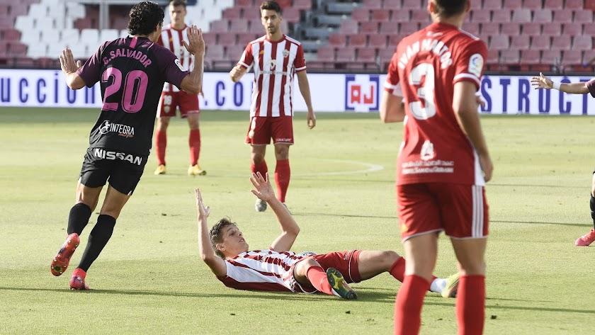 El Almería tiene que pensar en certificar su presencia en el Play Off.