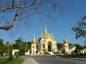 Photo: One of four entrances to Shwedagon pagoda
