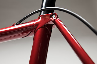 Photo: Internal top tube cable routing.