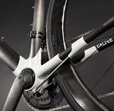 Photo: Calfee Manta Pro BB and Strut Detail