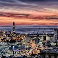Tramonto sul porto di Genova... di utente cancellato