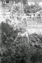 Photo: Ob Ihr's glaubt oder nicht - das bin ich (Franz). In dem Alter waren Mädchenkleider sicher praktischer.