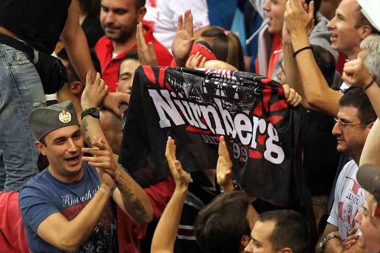 🎥 Zo mooi kan voetbal zijn: Nürnberg redt zich op de tonen van Titanic in 95e minuut