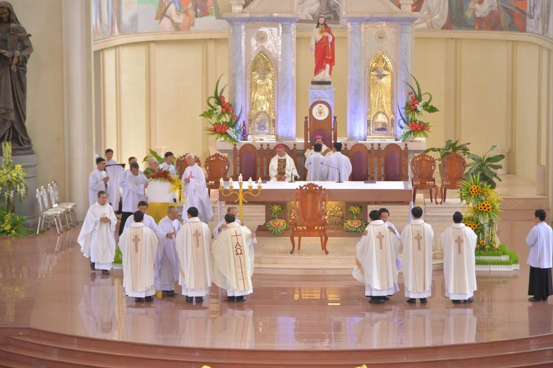 Thánh Lễ Truyền Chức Linh Mục Giáo Phận Phú Cường : Là Kitô Khác Chứ Không Phải Khác Kitô - Ảnh minh hoạ 14