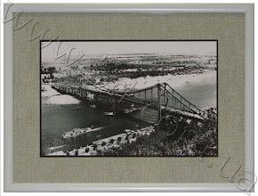 Photo: Пешеходный мост через Днепр в Киеве, 1956—57 гг. Висячий мост соединяет центральную часть Киева и Труханов остров