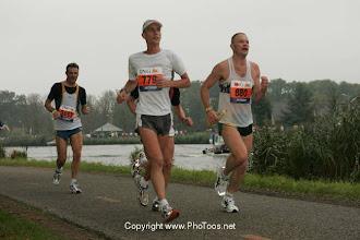 Photo: en weer terug langs de Amstel tijdens de Marathon Amsterdam 2004