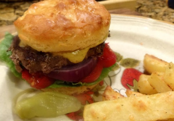 This is the hamburger I made.  This bun is sturdy enough to handle...