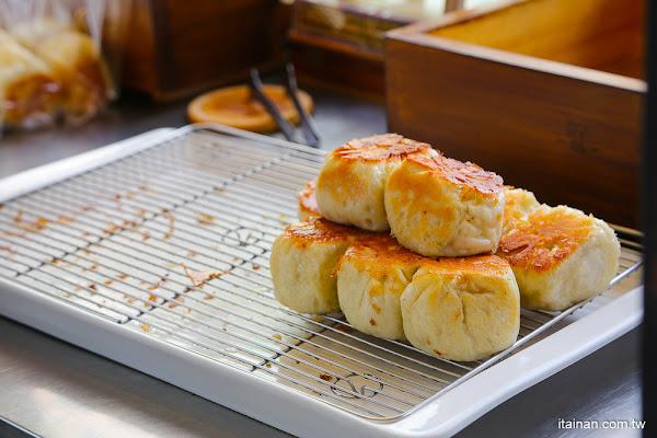 台南小吃|生意爆炸好,但老闆很兇的傲嬌水煎包!!被網友稱為台南最有個性的水煎包「棠口水煎包」