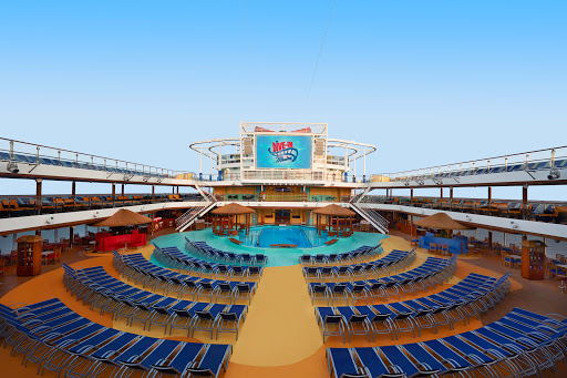 carnival-vista-Pool-area.jpg - The main pool area on Carnival Vista offers activities day and night.