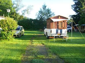 Photo: 8e Dag, donderdag 23 juli 2009 Erpfingen - Obersiggingen Aankomst: ca 16 uur Dag afstand: 98,2 km. Totaal gereden: 763 km. Op de camping in Erpfingen. De bijzondere camper van Rob en Trudie.