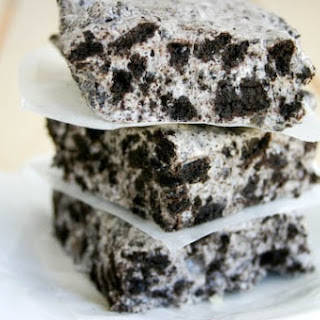Chewy No-Bake Cookies & Cream Bars.