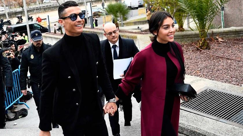 Cristiano Ronaldo ha acudido al juzgado con su pareja Georgina Rodríguez. RTVE