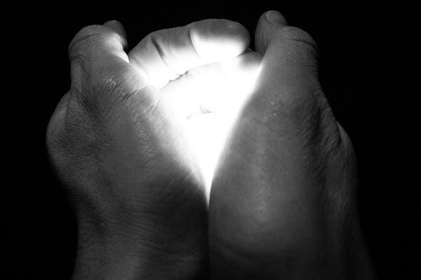 A Handful of Light di Maurizio Ghielmetti
