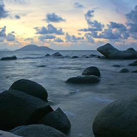 Pantai Batu Burung Stones by Mulawardi Sutanto - Nature Up Close Rock & Stone ( bagus pastinya, kalimantan, mantapp, kerenn, beach, stones, batu burung, travel, singkawang )