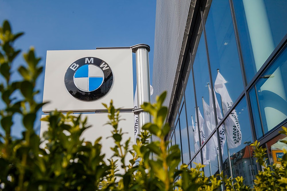 BMW loses almost $800m as sales slide during lockdowns