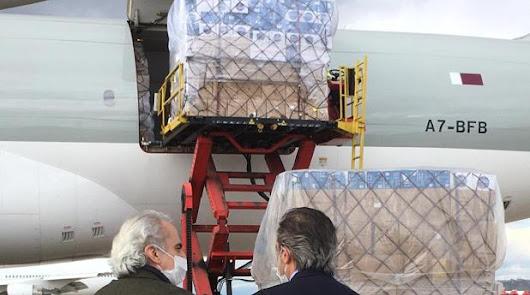 Llega un avión con 2,5 millones de mascarillas desde China