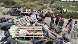 Recogida de basura en Cabo de Gata.