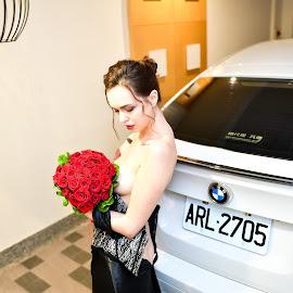 Bride(17) by 敬昕 涂 - Nudes & Boudoir Artistic Nude ( bride, dress, 敬昕 涂, car, topless, bouquet, rose, jana, wedding, 涂敬昕, bmw )
