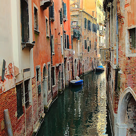 Canal à Venise by Gérard CHATENET - City,  Street & Park  Street Scenes
