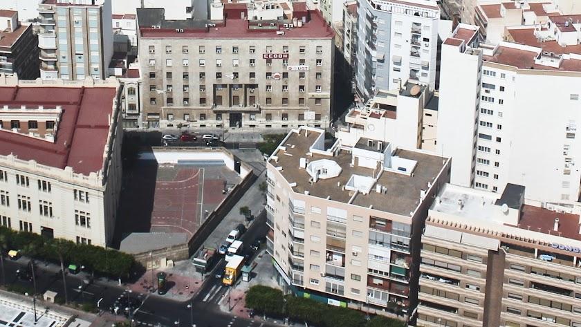 Edificio sindical, sede de Comisiones Obreras y UGT en el centro de Almería
