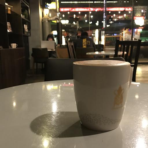 環境乾淨舒服 咖啡水準中上 價格合理 值得推薦的咖啡館。