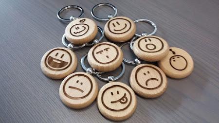 Sleutelhanger - houten sleutelhangers met smiley