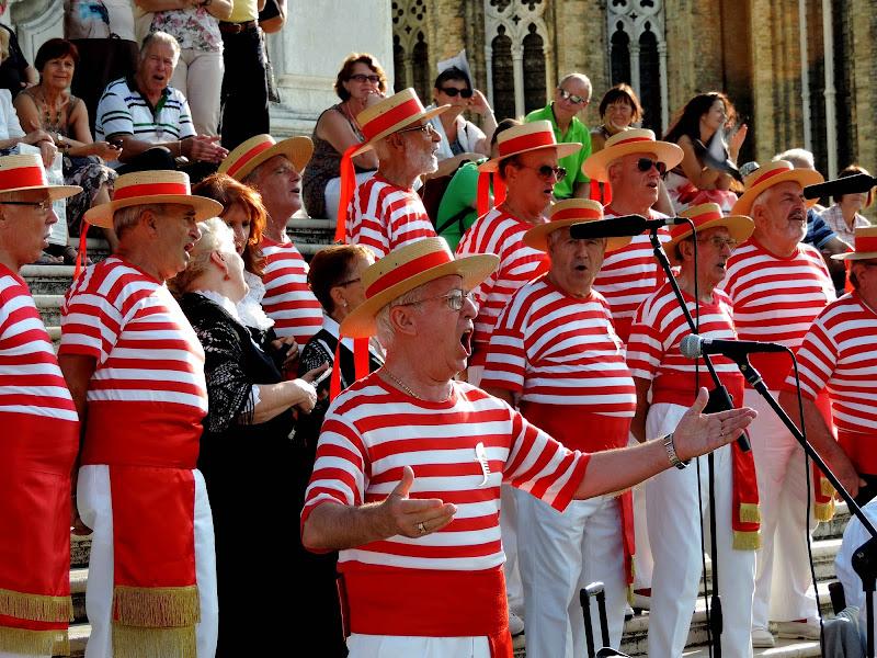 il coro per la regata storica di renzo brazzolotto