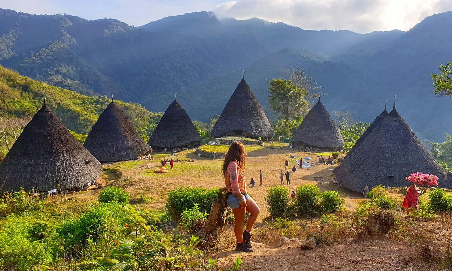 DIAS 68 a 70 - Da Labuan Bajo muçulmana à WAE REBO ancestral na ilha das Flores