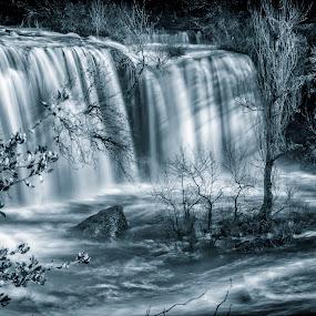 Cascada en Pedrosa de la Tobalina. by Lourdes Ortega Poza - Black & White Landscapes ( negro, deshielo, rio, cascada, nevadas, agua, arboles, montañas, blanco, invierno,  )