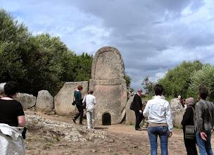 Photo: 012 Oppaan kanssa La tomba di giganti´lla