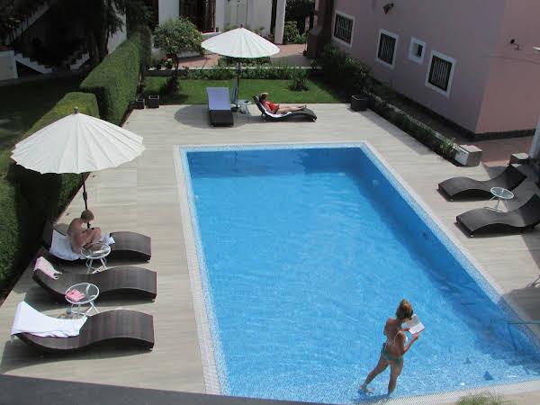 Queen's Villa Hotel