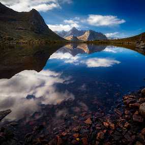Perfection by Roy Poots - Landscapes Mountains & Hills ( noorwegen, reine, hamnoy, ballstad, norway islands, henningsvaer, lofoten, norway )