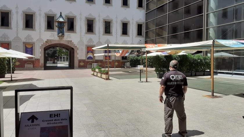 Vigilante de Grupo Control en el Centro de Cultura Contemporáneo de Barcelona