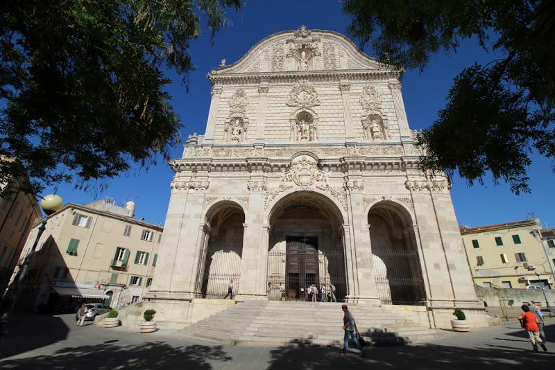 Passanti in Piazza Duomo di Pretoriano