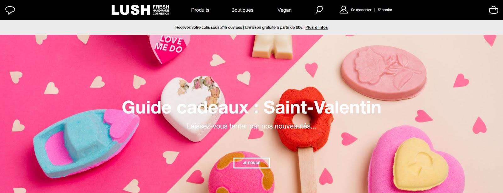 Home page de la marque Lush, affichant des couleurs lumineuses, rose, bleu, orange pour mettre en avant leurs produits cosmétiques pour la St Valentin. Ce visuel respecte les tendances webdesign 2021.