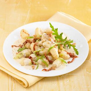 Gnocchi mit Gorgonzola-Tomaten-Sauce