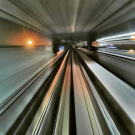 末班車~人間遊走#kelanajayaline #metro #frombeginningtoend #kualalumpur #citylife by Nick Hon Yuen - Transportation Railway Tracks