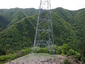 鉄塔からは巡視路で下山