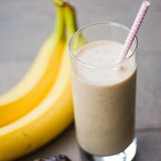Majoon Smoothie (Banana and Date Smoothie with Nuts).