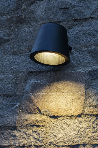 De Tumbler straatverlichting voor tegen muren en gevels uit de collectie van Urbidermis by Santa & Cole naar een design van Industrial Facility