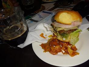 Photo: Malta - nealko pivo. Ale zase výhodný menu s hambáčem.