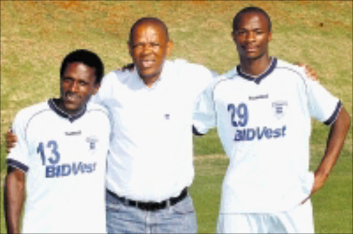 CLIMBING LADDER: Bidvest Wits manager George Mogotsi (middle) welcomes Samuel Ramosoeu (left) and Tebogo Langerman during training at Milpark, Johannesburg, yesterday.  06/01/2009. Pic. Veli Nhlapo.  © Sowetan.