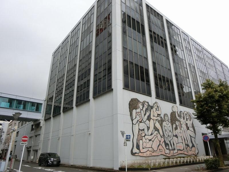 CBC会館東にあるタイル画 芸術と平和 北川民次の原画をもとに矢橋六郎が1959年に制作
