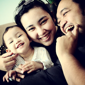 Smileeeeeee :) by Gilang Ariefian Gutama - People Family ( child, dad, family, smile, mom )