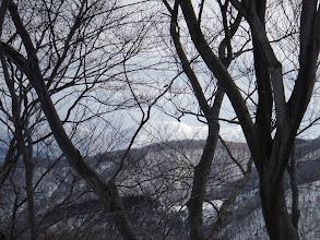 笹ヶ岳など県境の山々