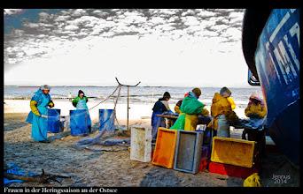 Photo: hard work of the fishermen's wives  Frauen in der Heringssaison an der Ostsee