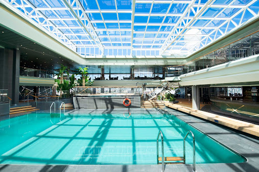 tropical-pool.jpg - The Tropical Pool with retractable roof aboard MSC Virtuosa.