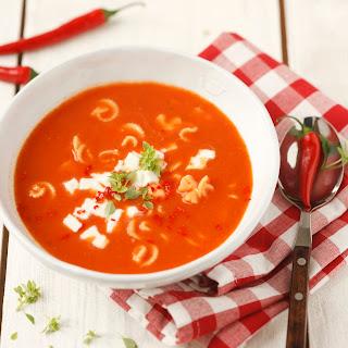 Tomatencremesuppe mit Chili und Mozzarella