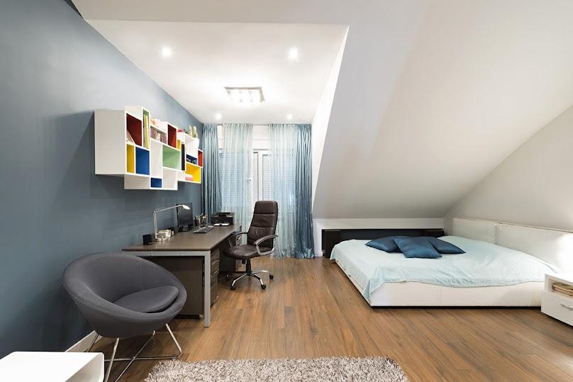 Sypialnia w stylu skandynawskim pod skosami - jak ją urządzić?