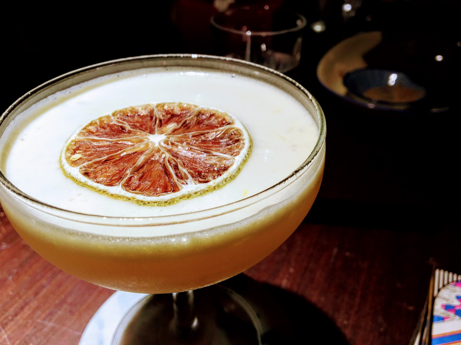 白蘭地做底的酒,顏色/喝起來有一點像蛋蜜汁說...XDD